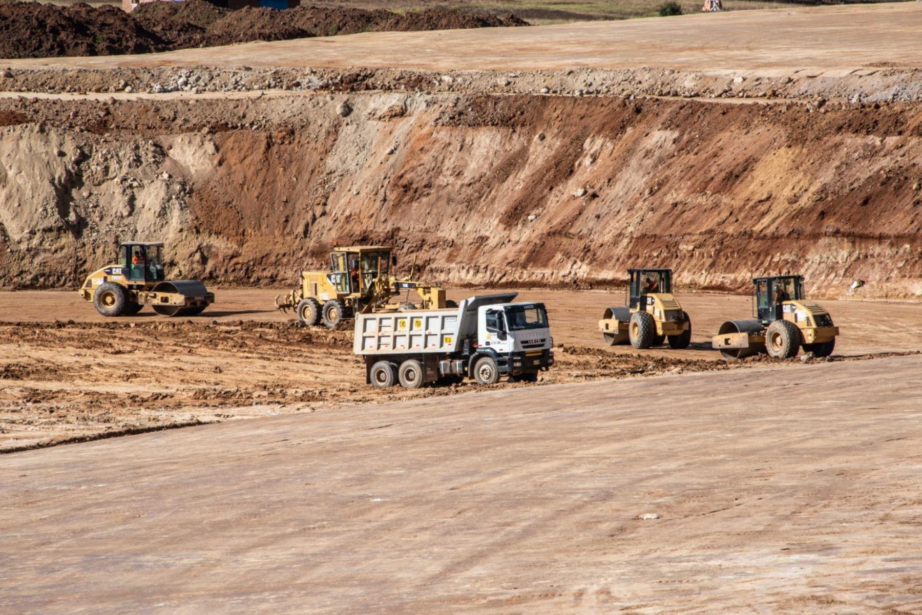 Movimiento de tierras en futuro Aeropuerto Internacional de Chinchero en Cusco. Foto: Cortesía