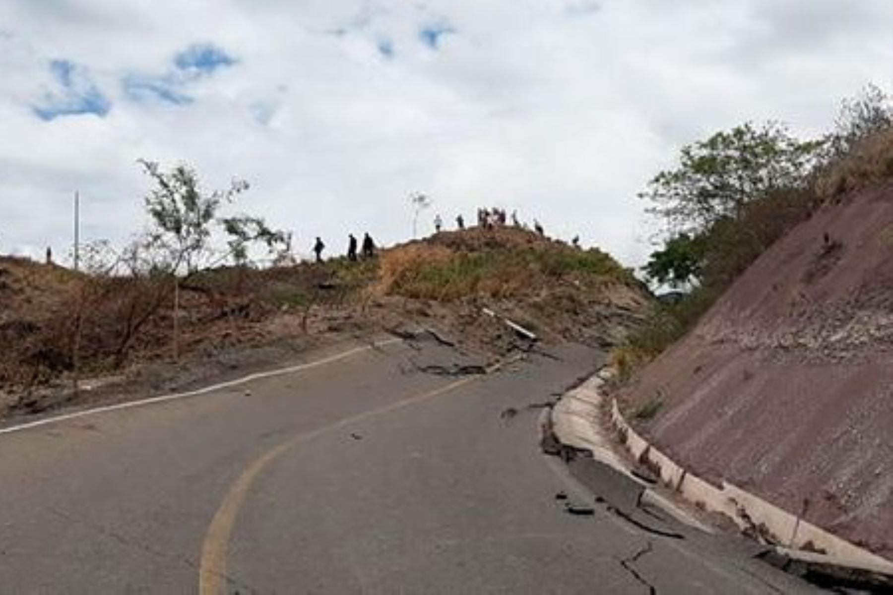 Movimiento de masa de tierra causa daños en camino de región Amazonas. Foto: INTERNET/Medios