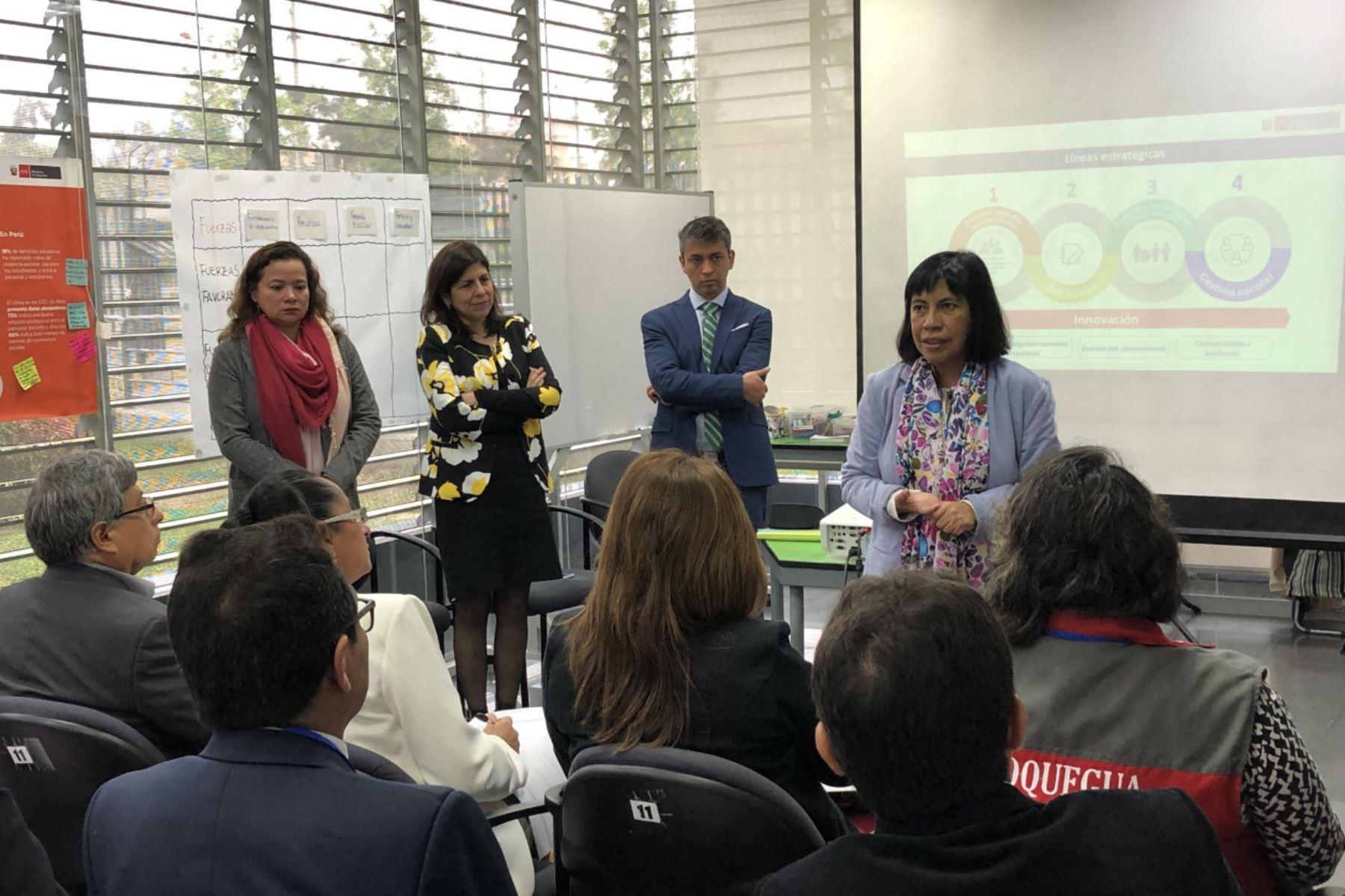 Sector Educación y direcciones regionales analizan implementación del Currículo Nacional