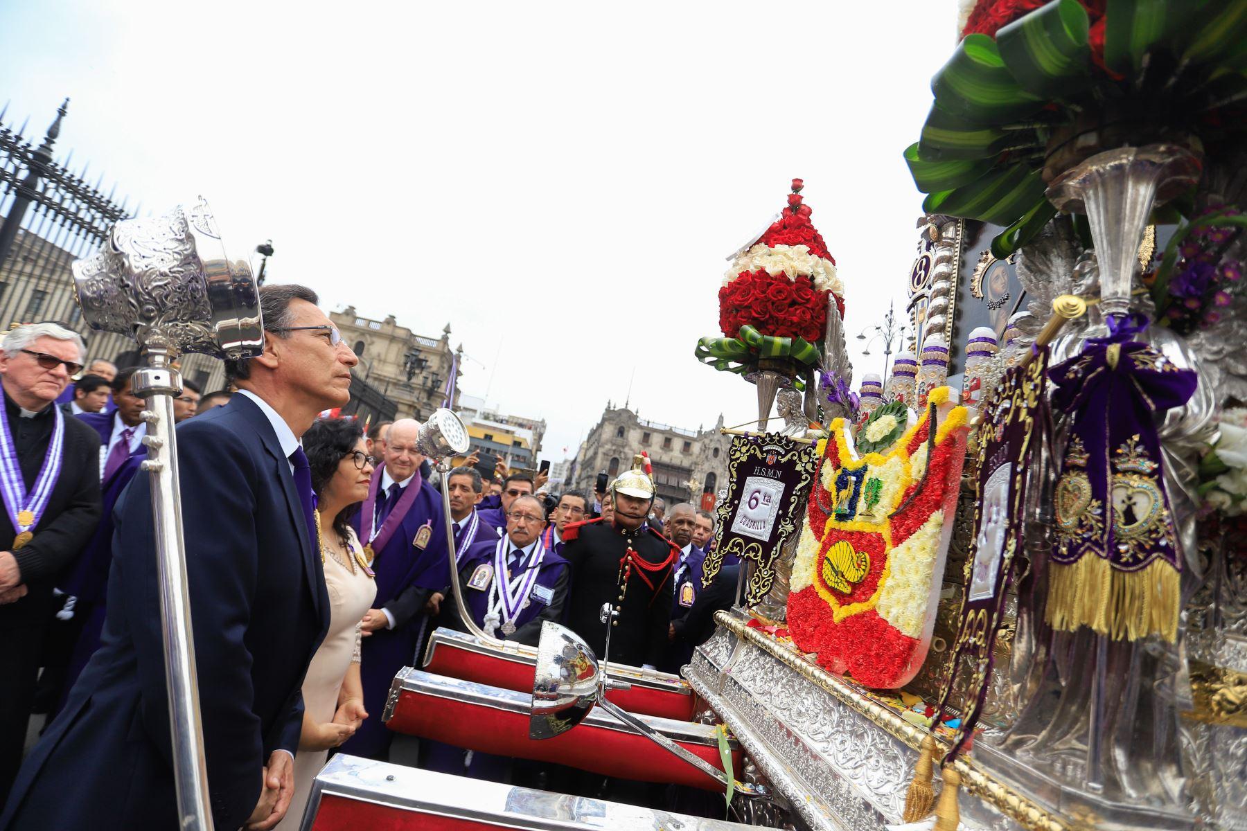 Presidente Vizcarra rindió homenaje a la sagrada imagen del Señor de los Milagros