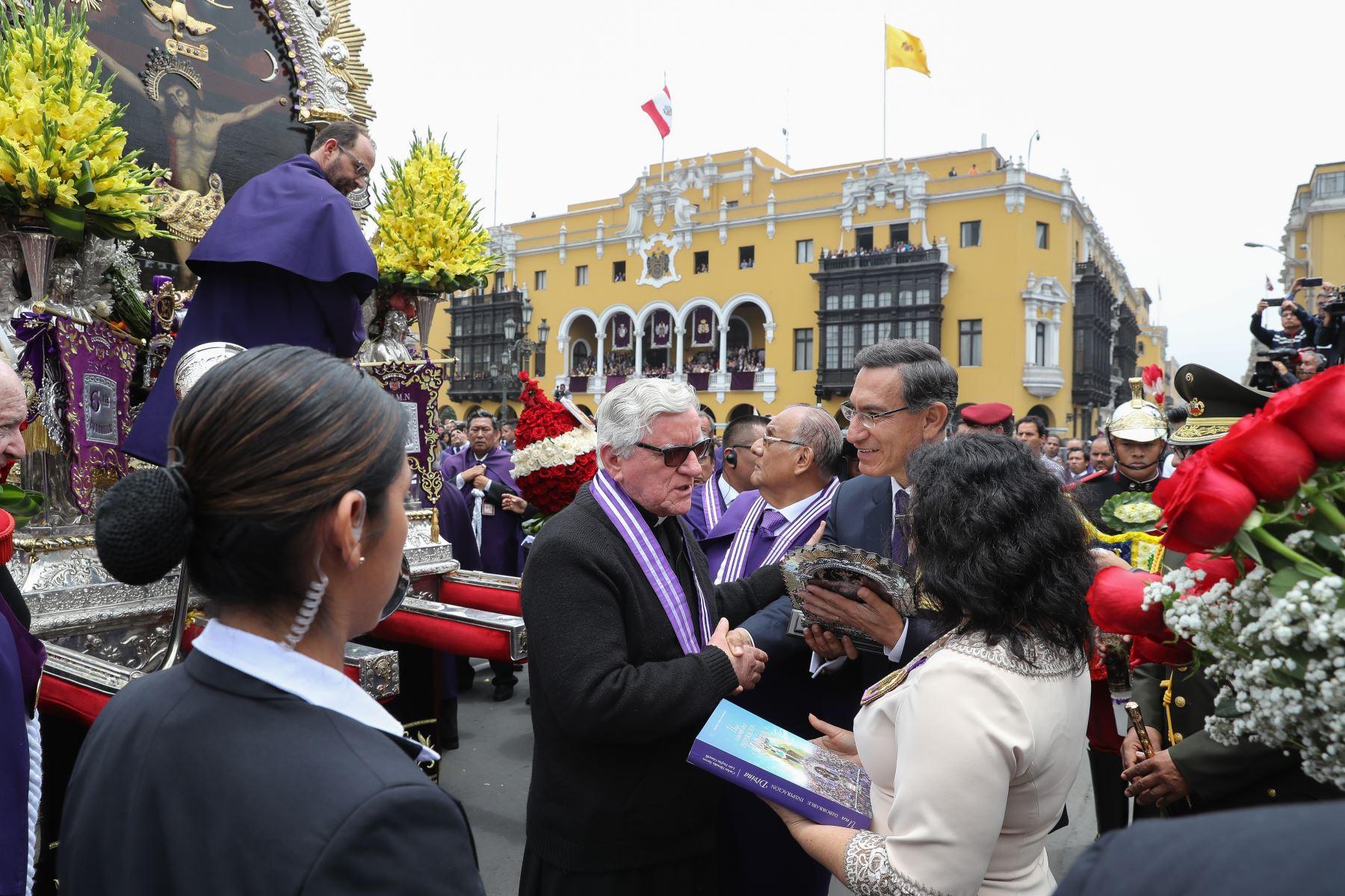 Presidente Vizcarra rindió homenaje a la sagrada imagen del Señor de los Milagros. Foto: ANDINA/ Prensa Presidencia