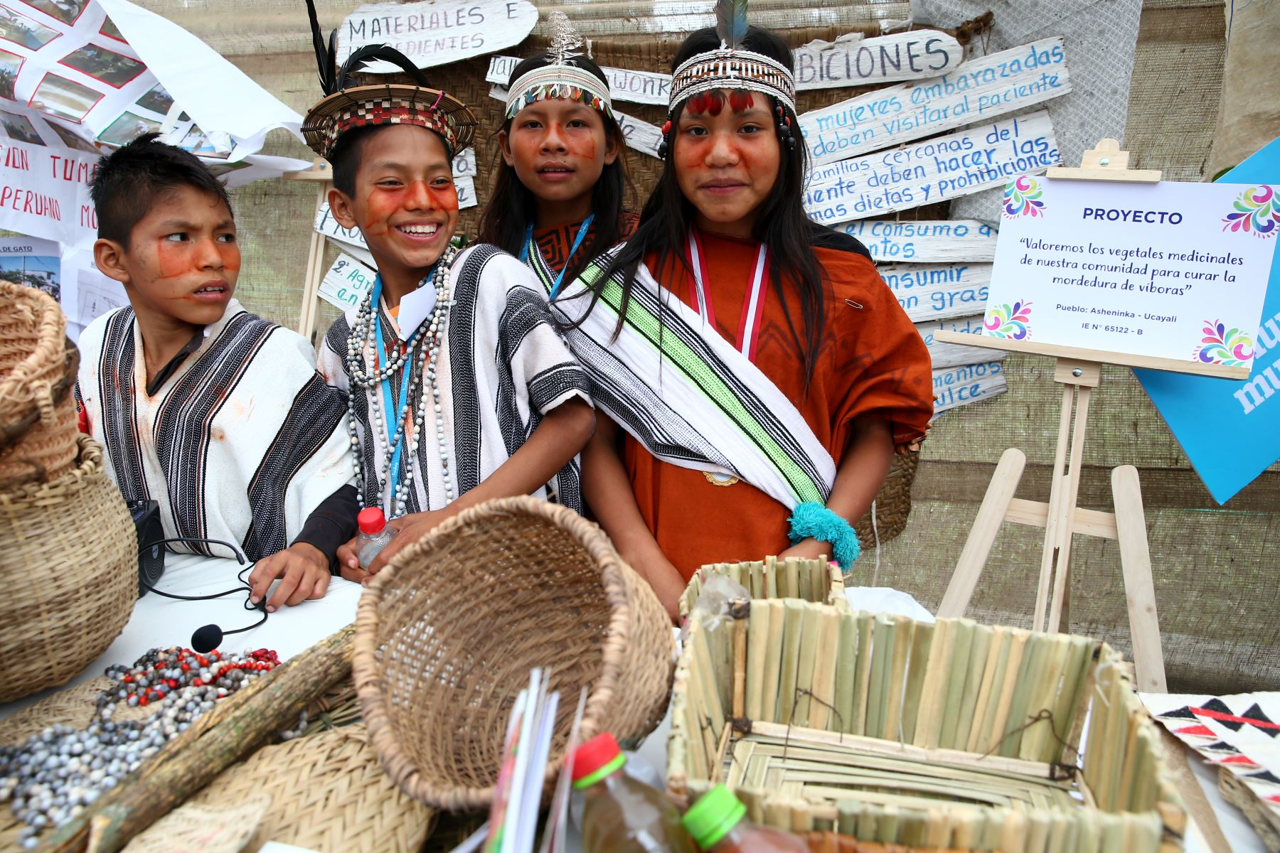 Niños de pueblos originarios muestran los saberes ancestrales de sus comunidades en la Feria Tinkuy 2019.  Foto: ANDINA/Melina Mejía