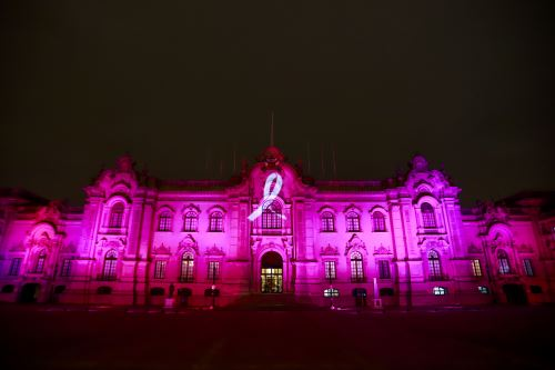 Palacio de Gobierno se viste de rosa en el marco del Día Mundial contra el Cáncer de Mama