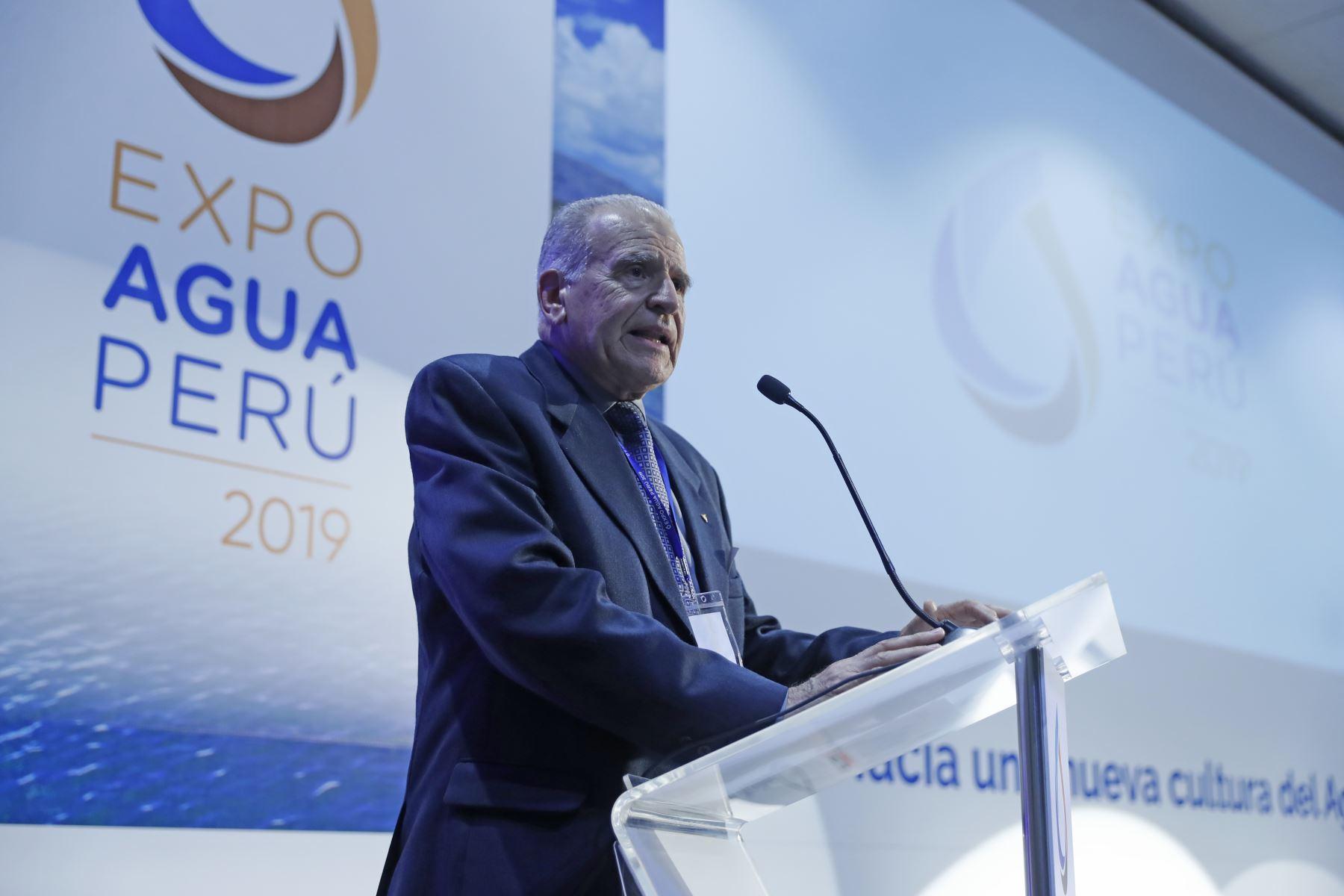 Carlos Silvestri, presidente del Comité Organizador de Expo Agua Perú expone durante clausura. Foto: ANDINA/Renato Pajuelo