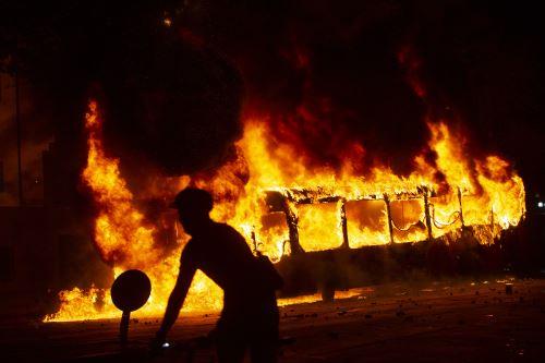 Incendio y caos en Santiago de Chile