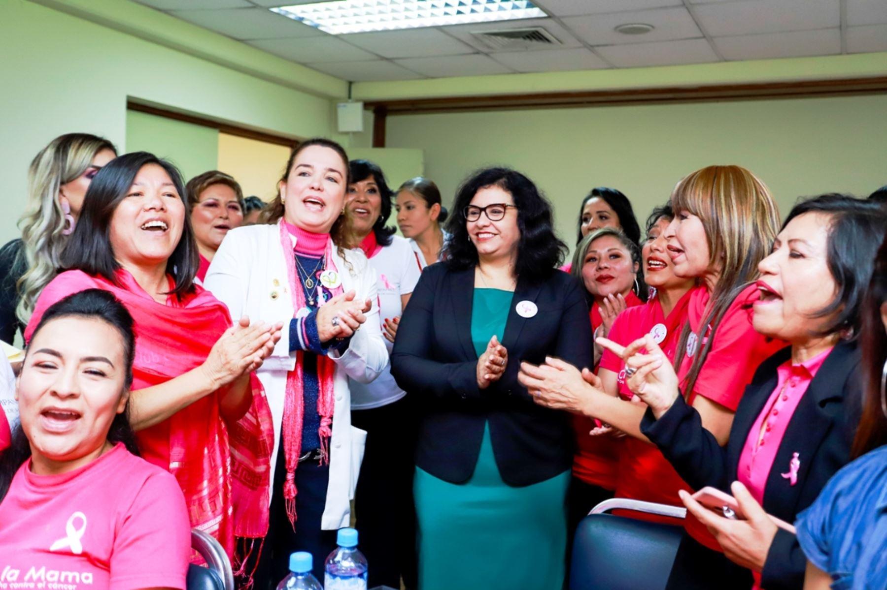 La Primera Dama de la Nación, Maribel Díaz Cabello, durante actividad en favor de la lucha contra el cáncer de mama. Foto: ANDINA/Difusión.