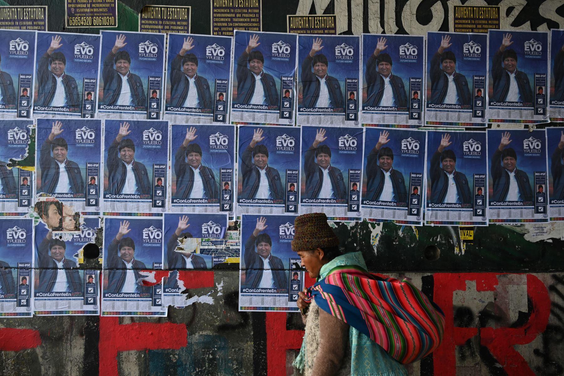Bolivianos emiten su voto para elegir nuevo presidente en su país. Foto: AFP