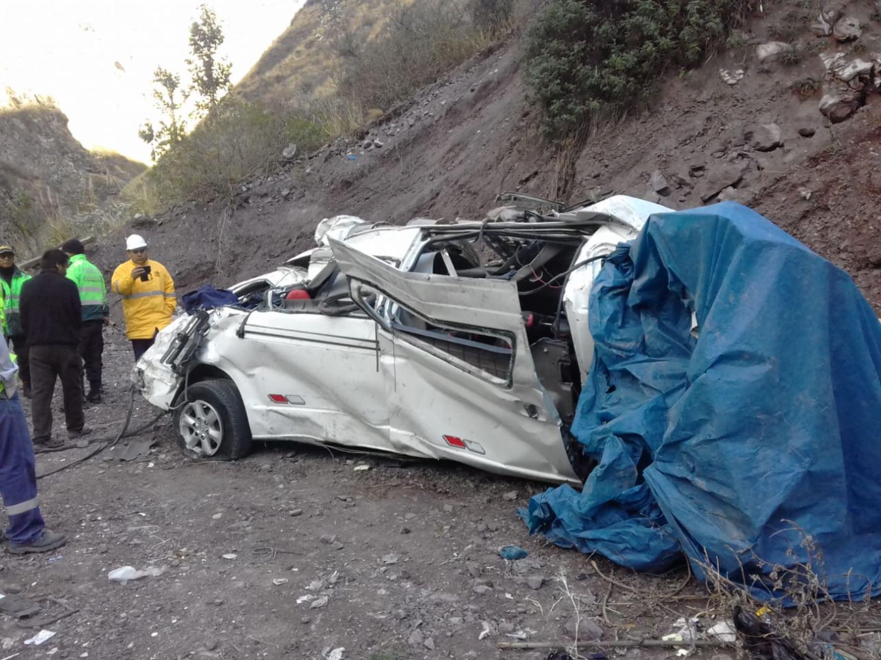 Esta madrugada, un vehículo con escolares se despistó y cayó a un abismo en el kilómetro 103 de la carretera Central en Chicla, provincia de Huarochirí. Foto: ANDINA/Pedro Tinoco
