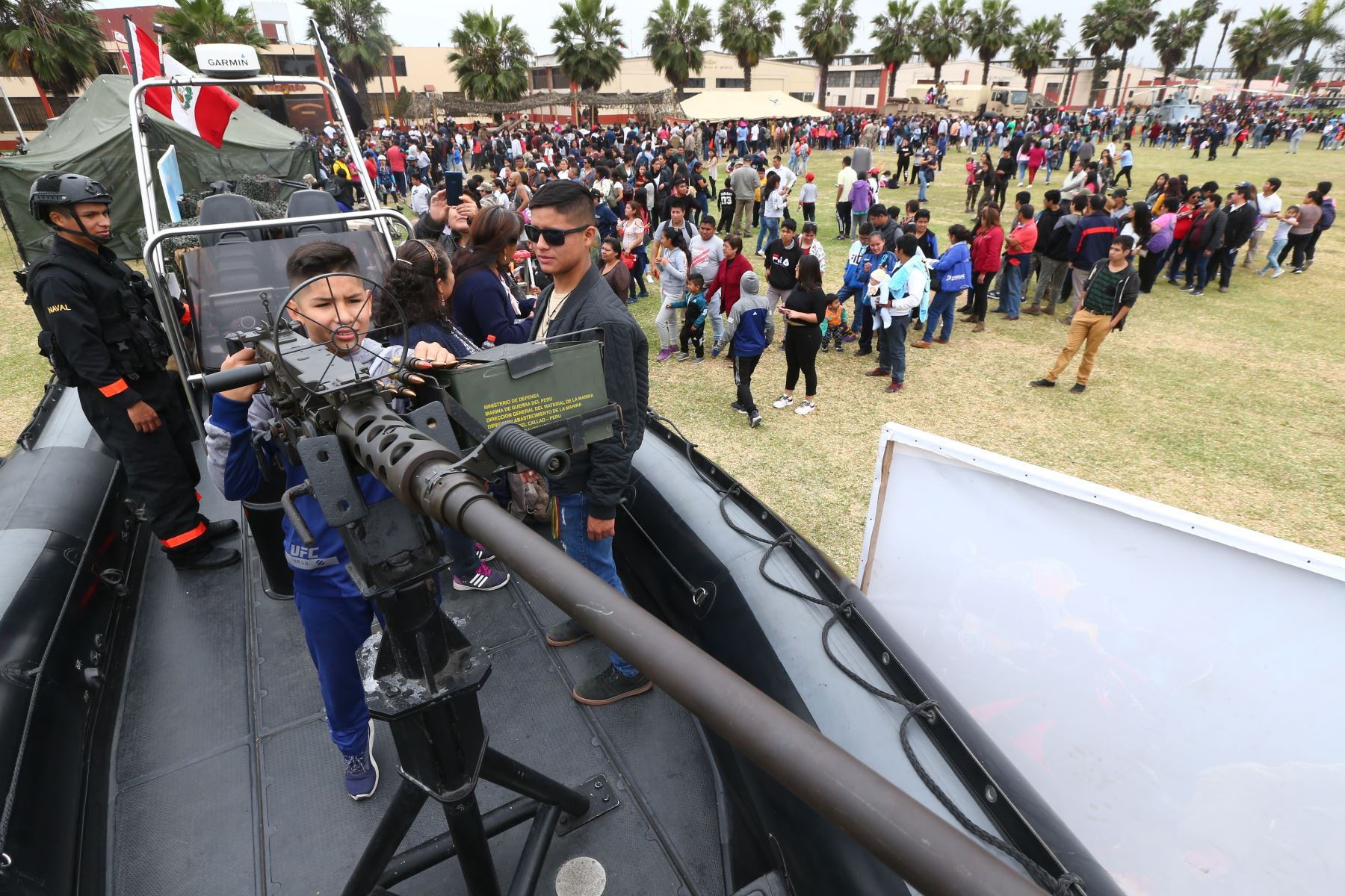 """Jornada """"Puertas Abiertas"""" de la Marina de Guerra del Perú, recibe a la población  para mostrar sus unidades navales.  Foto: ANDINA/Melina Mejía"""