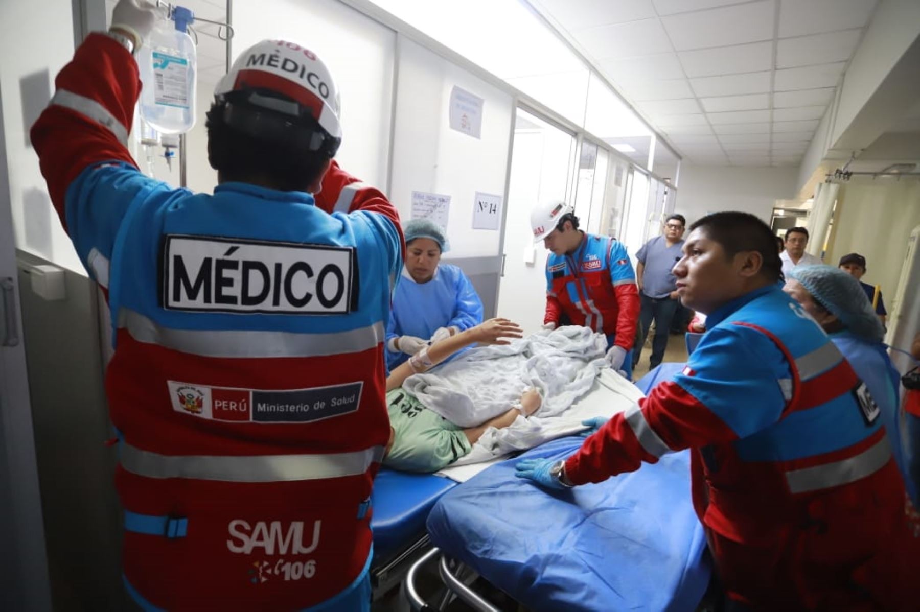 Heridos tras despiste de miniván en Huarochirí esta madrugada reciben atención médica. Foto: ANDINA/Minsa