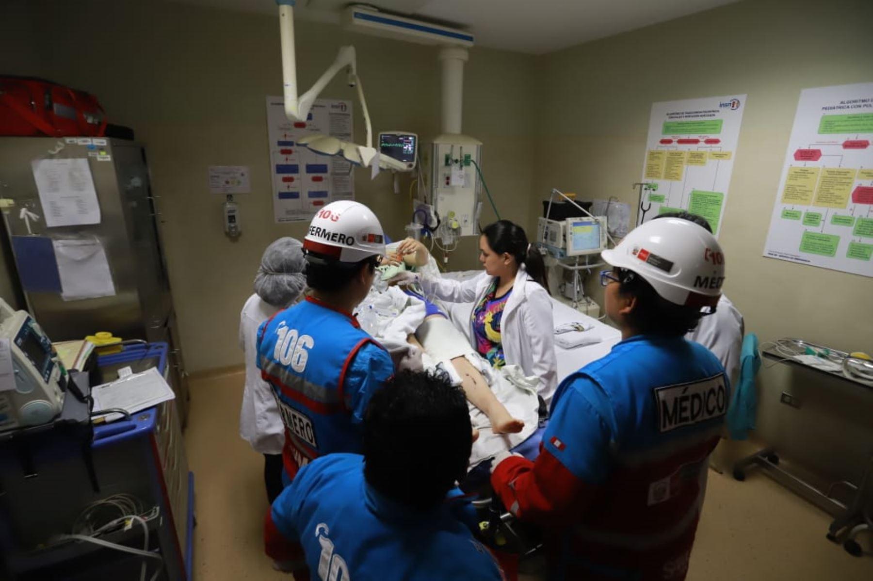 Escolares heridos tras accidente por despiste en Carretera Central son trasladados al Instituto Nacional de Salud del Niño, en San Borja. Foto: ANDINA/Minsa