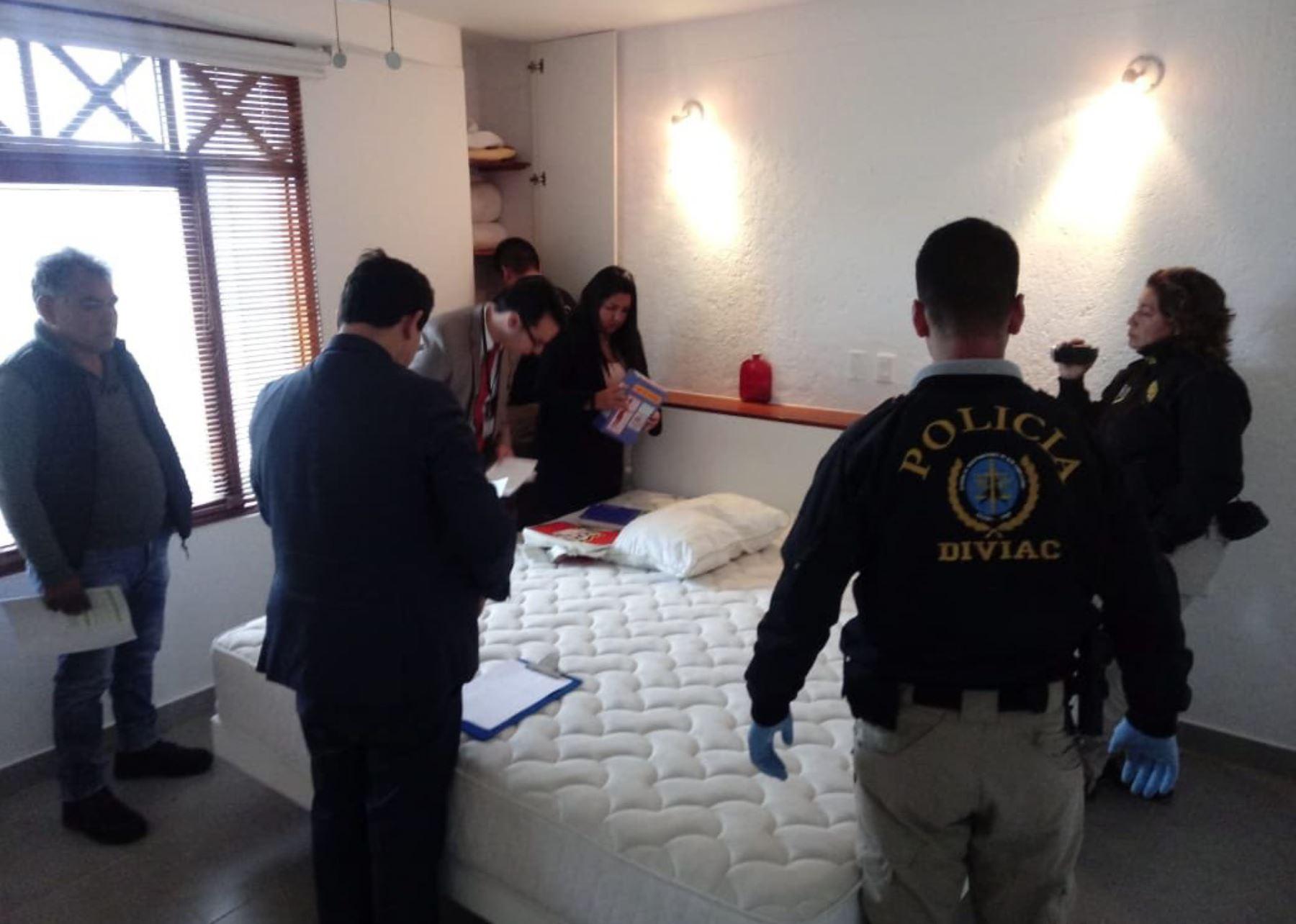Fiscalía allana casa de Roxanne Chessman en playa los Cocos. Foto: IDL Reporteros.
