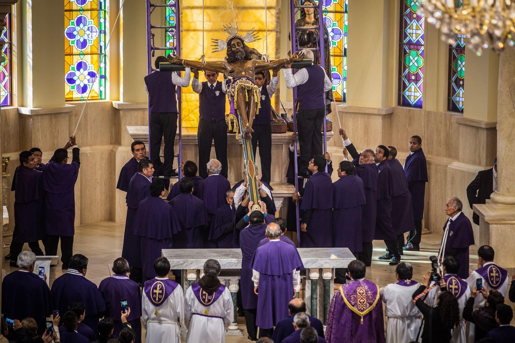 Ica celebra hoy la tradicional procesión del Señor de Luren, la imagen más venerada del catolicismo en Ica, una manifestación religiosa que congrega a miles de devotos. Foto: Genry Emerson Bautista