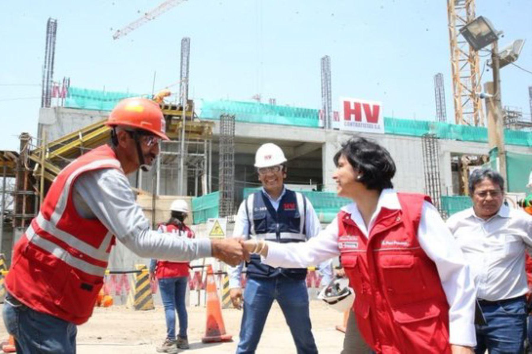 La ministra Sylvia Cáceres lideró en Chiclayo un operativo de orientación en seguridad y salud en el trabajo, a cargo de la Sunafil.