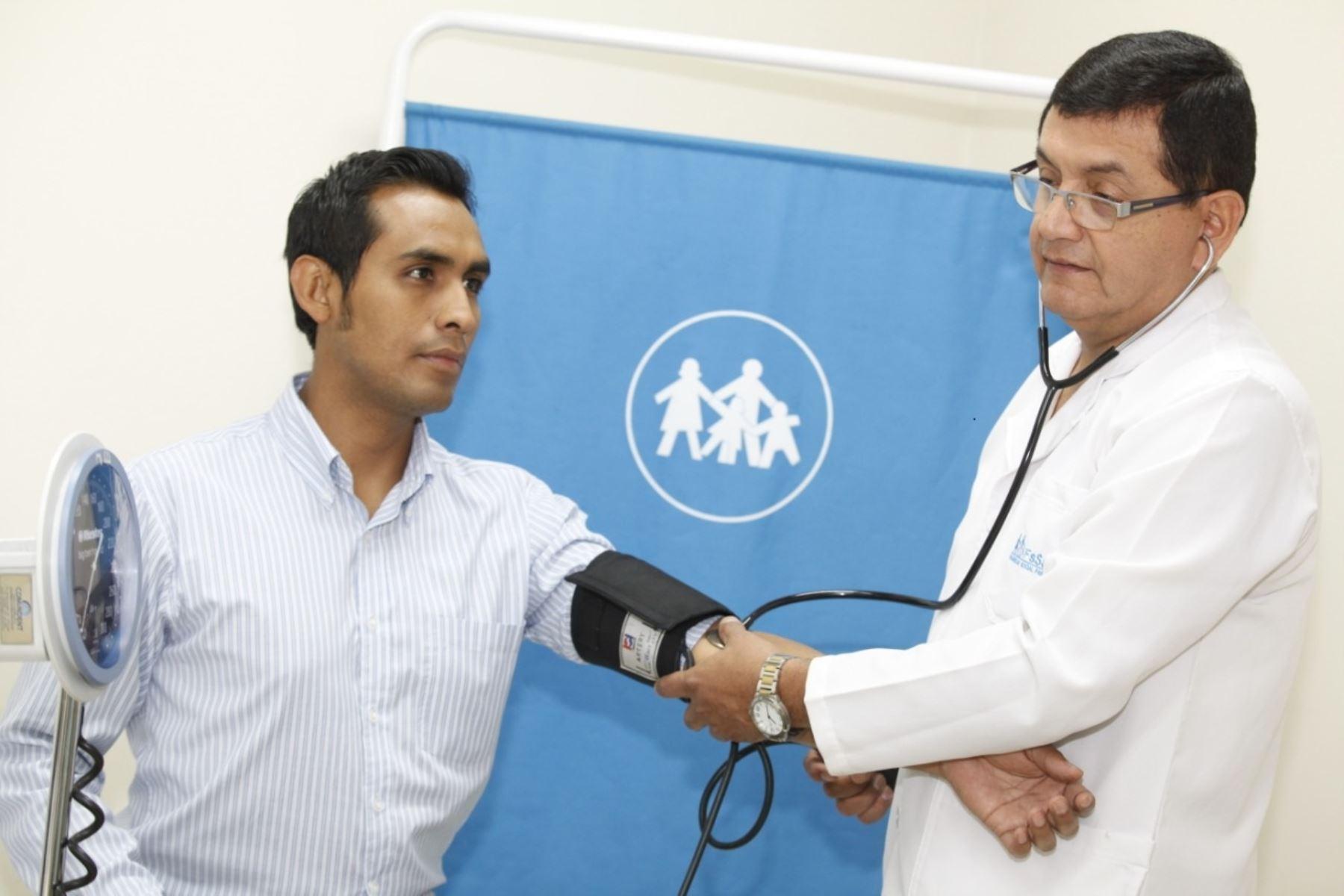 Especialista recomienda chequeos oportunos para prevenir diabetes, hipertensión y otras patologías