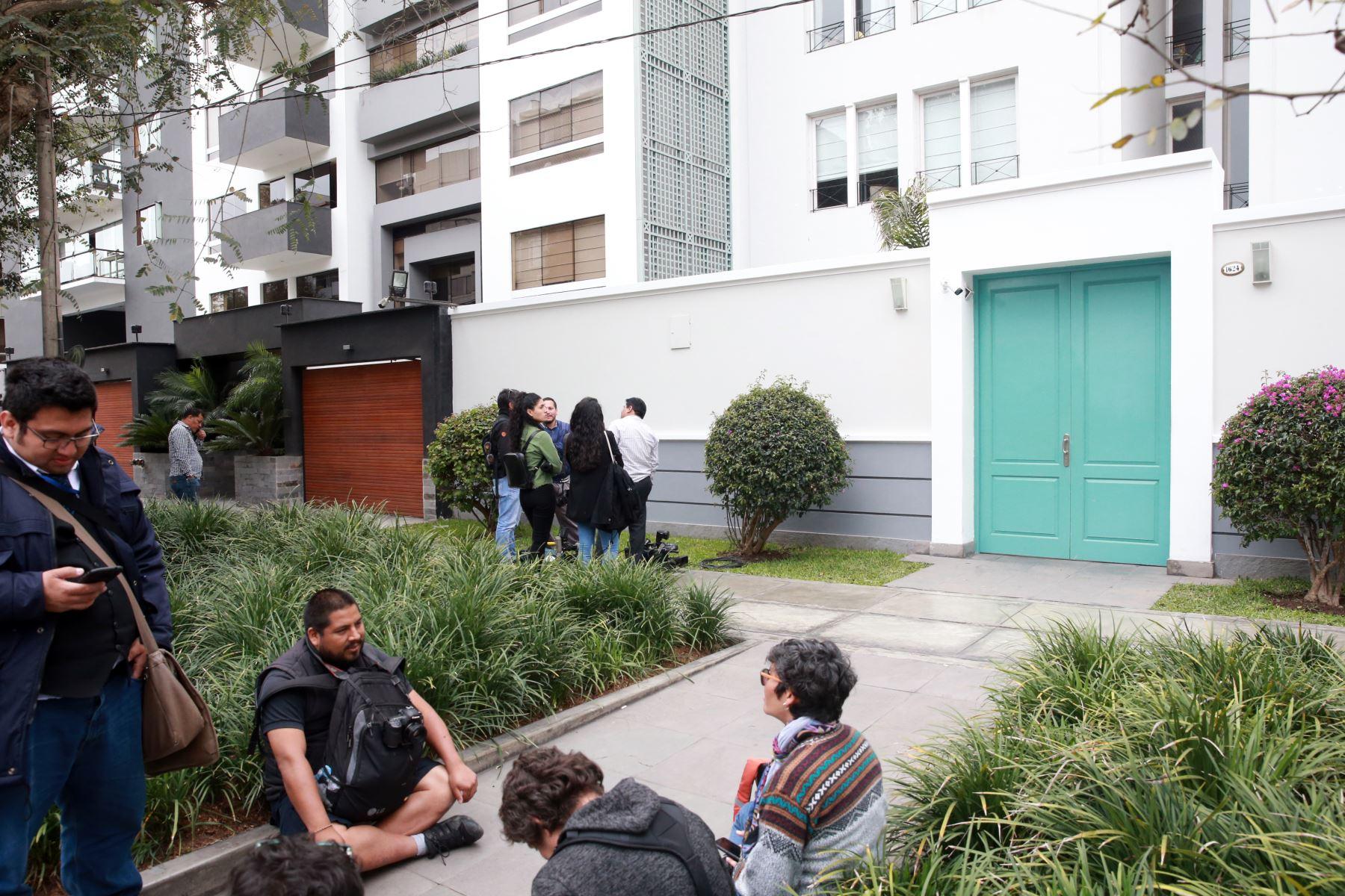 Miembros de la Fiscalía de la Nación, continuan con  el allanamiento del departamento de la integrante de la Comisión Permanente Luciana León.Foto: ANDINA/Jhony Laurente