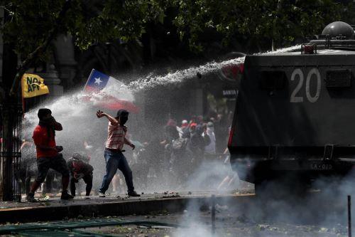 Continúan las protestas en Santiago de Chile por sexto día consecutivo