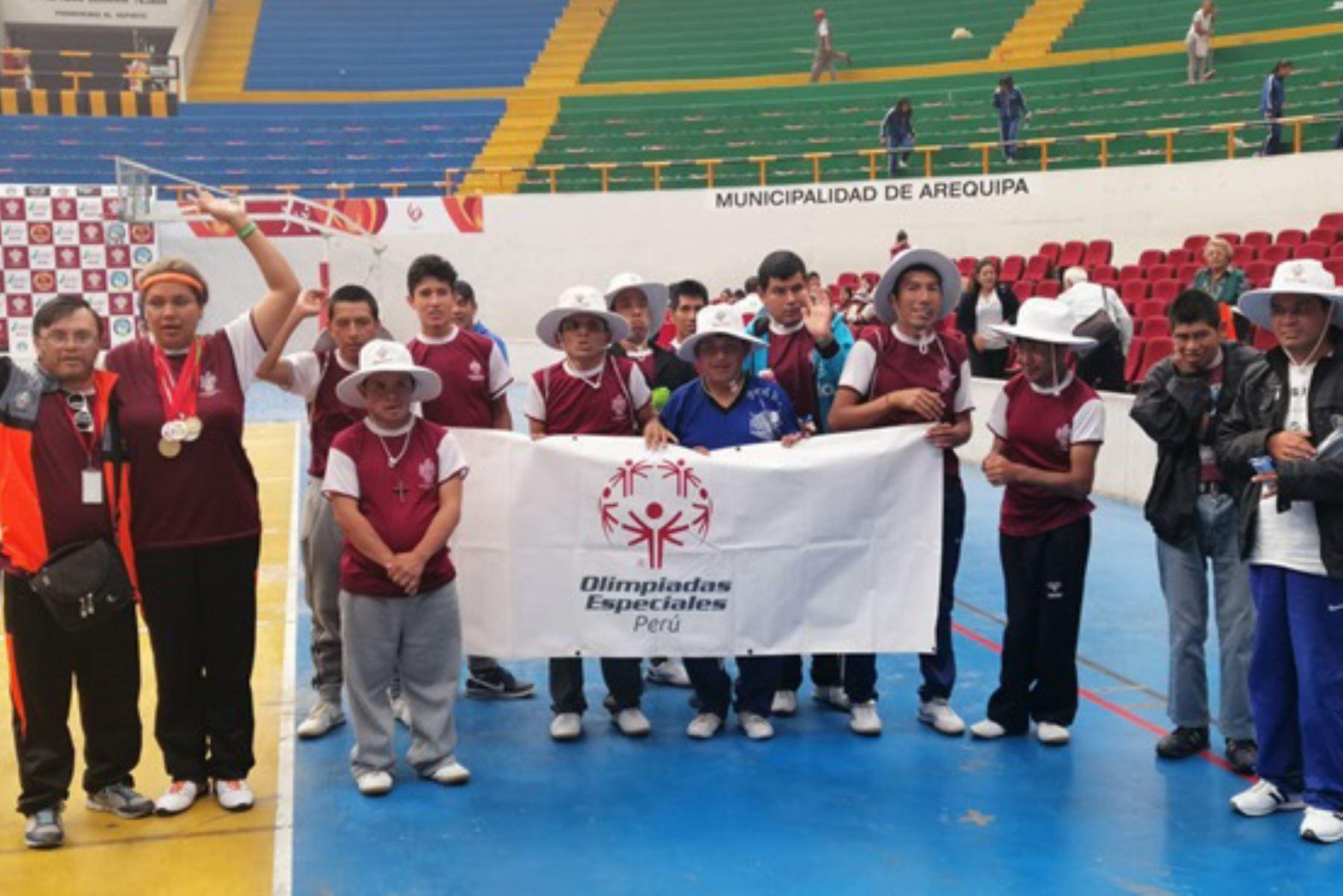 Residentes del CAR Sagrada Familia de Arequipa participan con éxito en el Campeonato de Atletismo 2019 para personas con discapacidad.