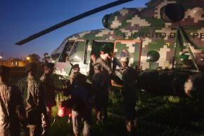 En un helicóptero de la Aviación Aérea del Ejército del Perú se evacuaron a 22 niños, 12 mujeres y un herido de flecha por indígenas en aislamiento en la comunidad Monte Salvado, región Madre de Dios.