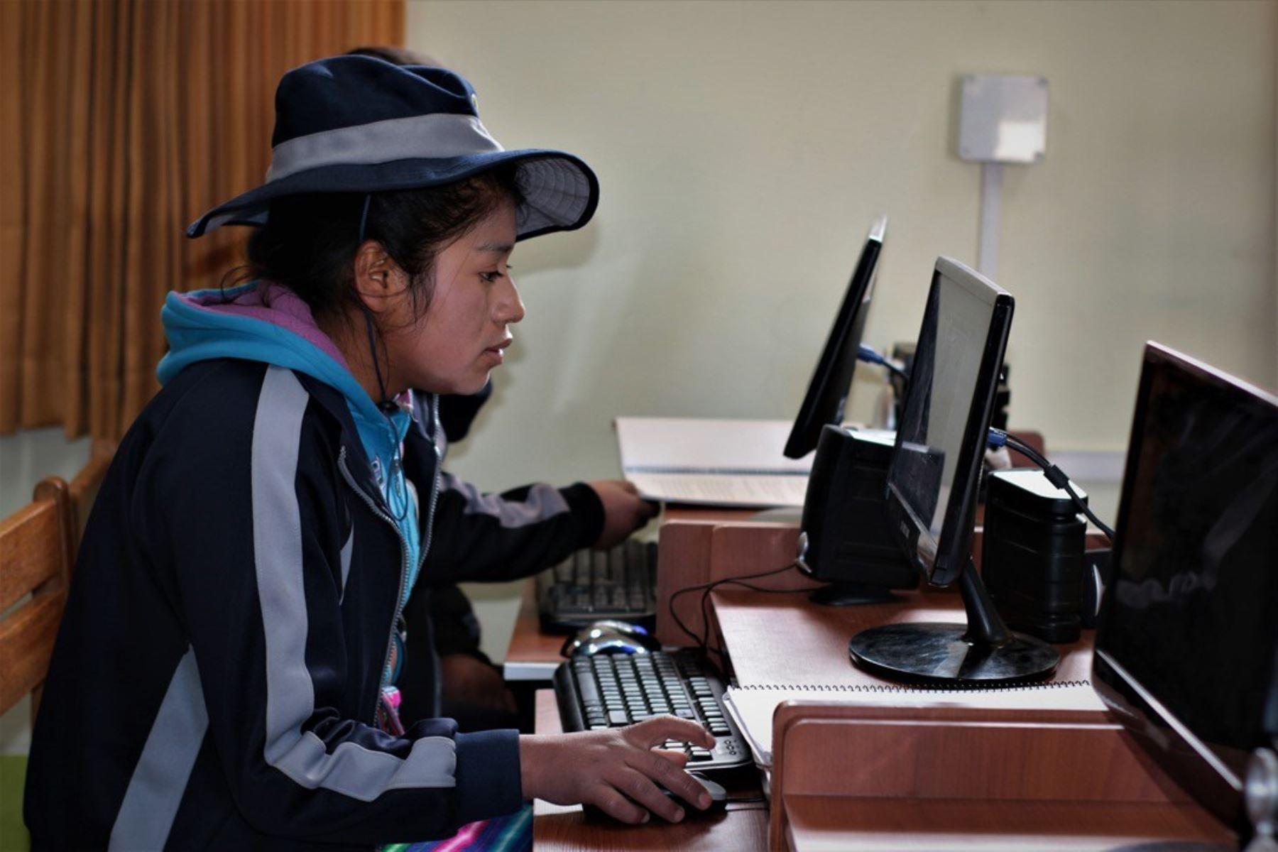 """Con el modelo educativo cubano """"Yo, sí puedo"""" se prevé erradicar el analfabetismo en Hualgayoc. Foto: ANDINA/Archivo"""
