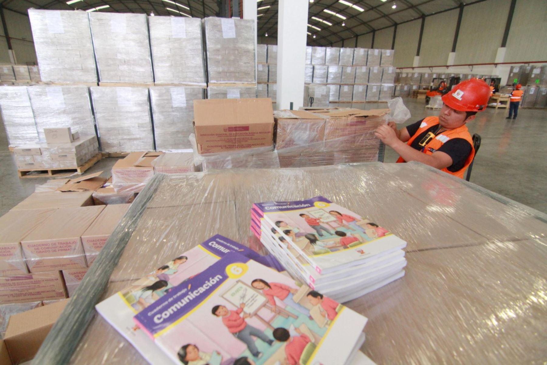 Libros fueron elaborados con una inversión de S/ 83 millones para los estudiantes y docentes de todos los niveles de los colegios públicos. Foto: Minedu