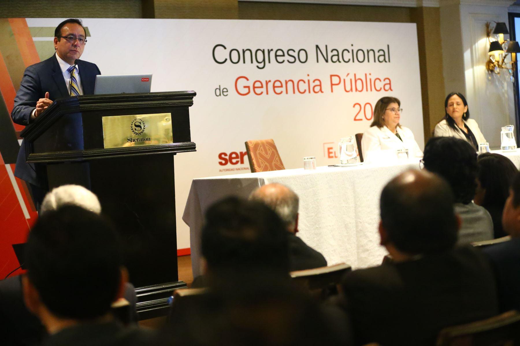 Martínez Ortiz dio la bienvenida a los gerentes públicos asistentes, de quienes destacó su alta vocación de servicio y compromiso con su labor. Foto: ANDINA/Melina Mejía