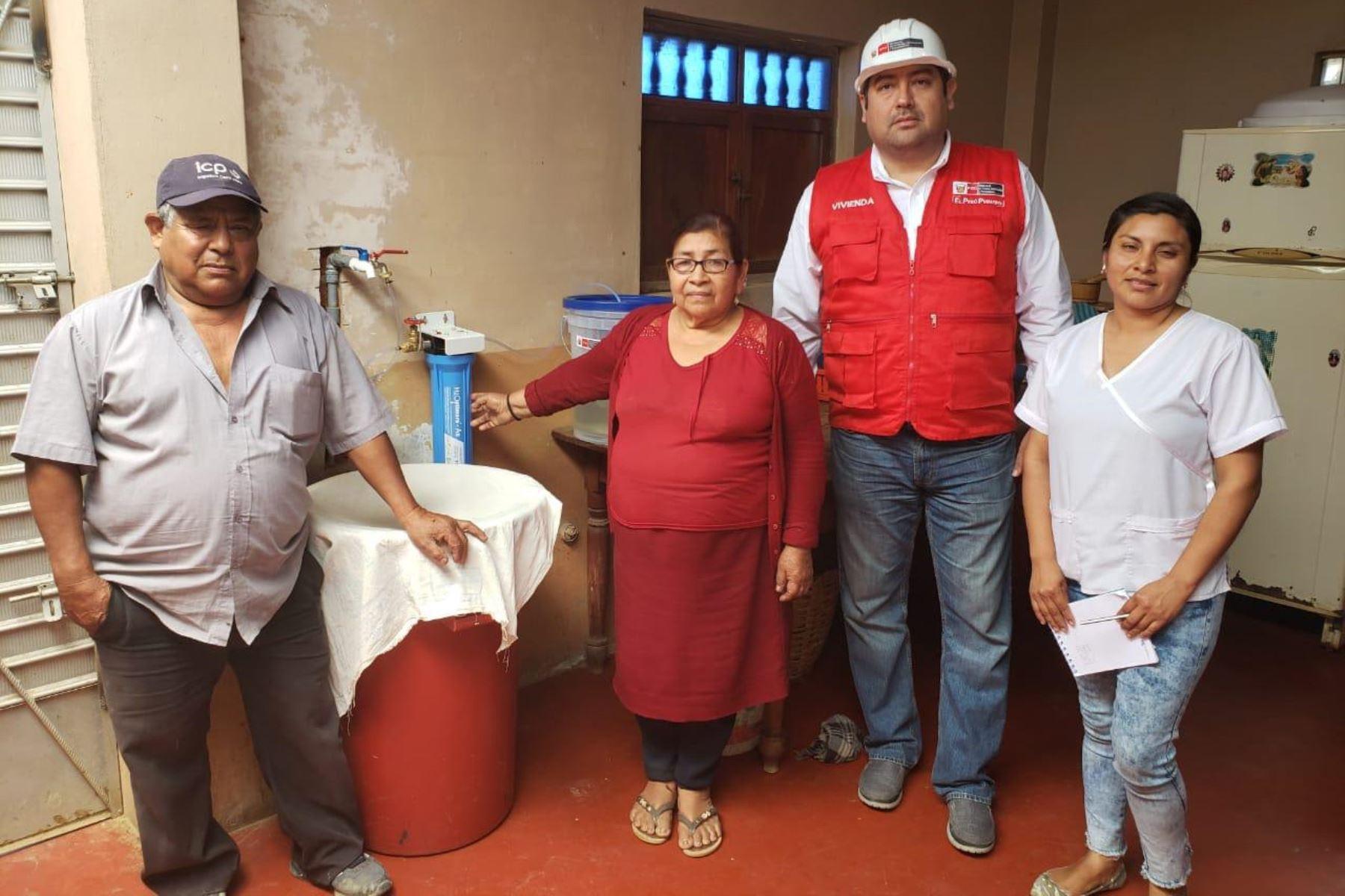 Ministerio de Vivienda instala 2,036 kits para remover el arsénico del agua en viviendas de Mórrope, en Lambayeque. ANDINA/Difusión
