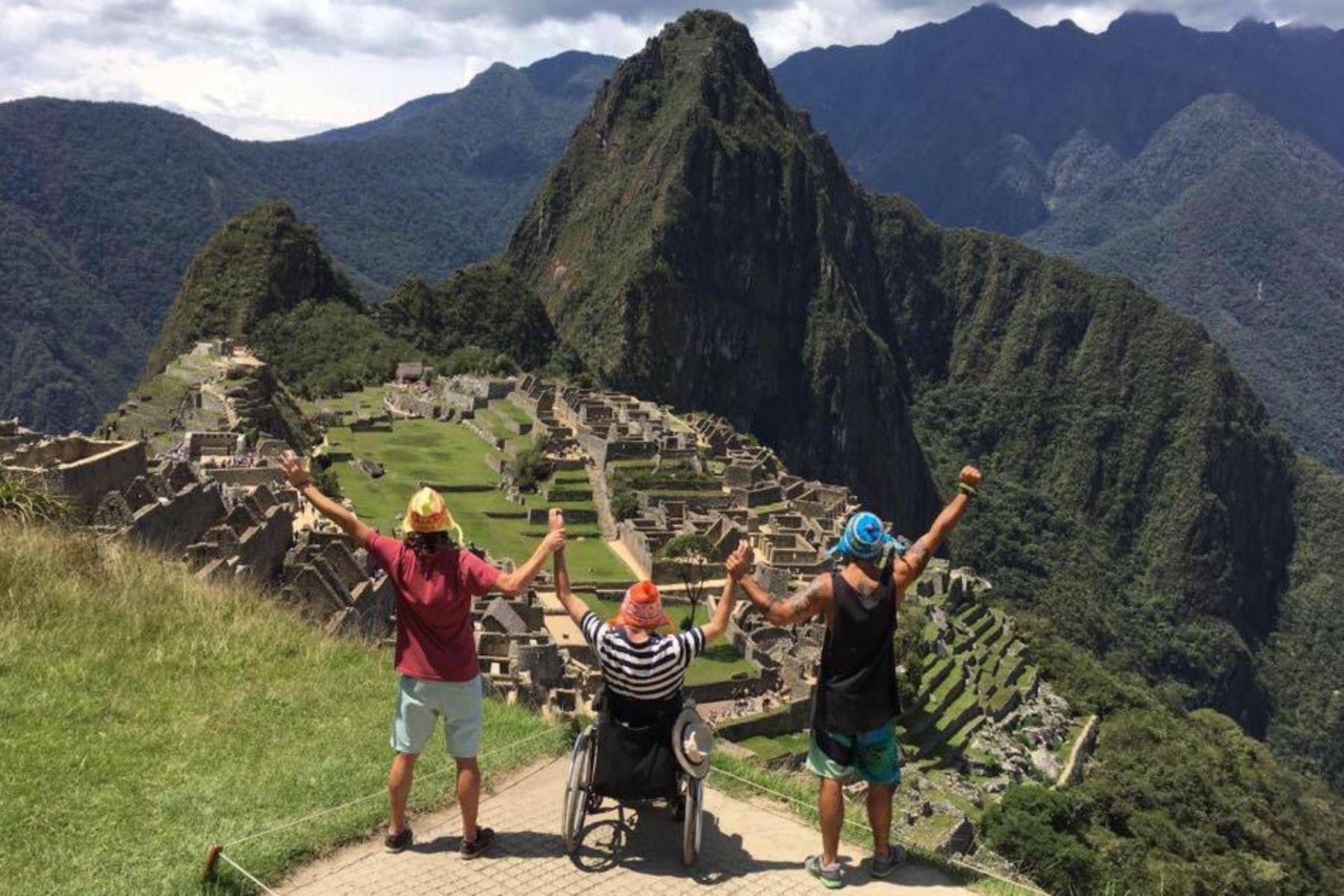 Australiano con discapacidad Philip Stephens cumplió su sueño de conocer Machu Picchu gracias a sus amigos argentinos Emiliano Bisson y Marcos Peluffo. Foto: Instagram/Phillip Stephens