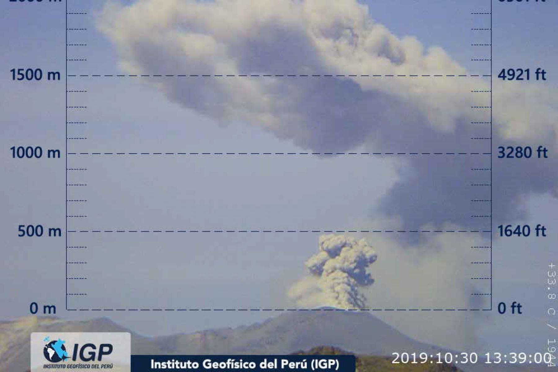 El IGP reportó hoy que el volcán Sabancaya registró una actividad explosiva y dispersión de cenizas. ANDINA/Difusión