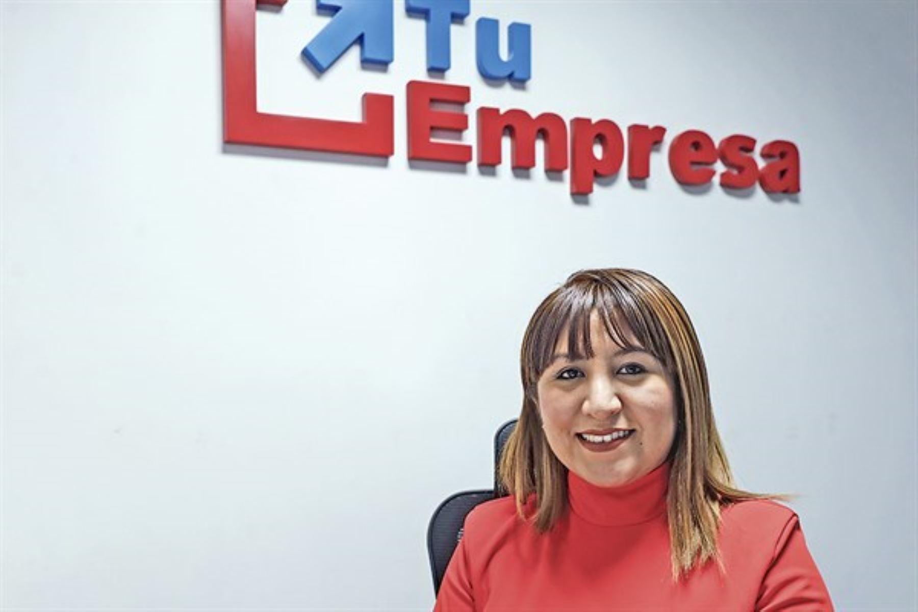 Antonella Romero Jiménez es una servidora pública milenial y le apasiona trabajar a favor de la mujer emprendedora peruana.