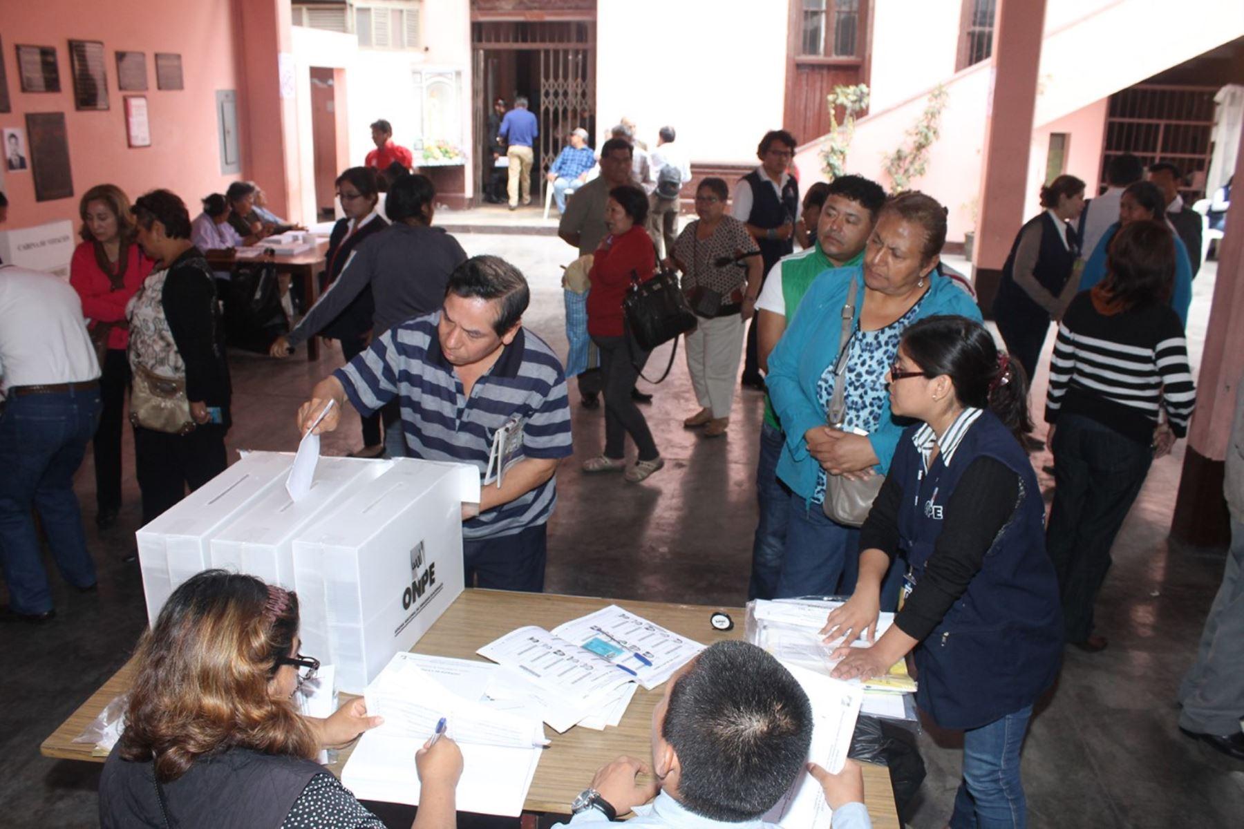 ONPE dará asistencia técnica a partidos en elecciones internas para elecciones congresales.
