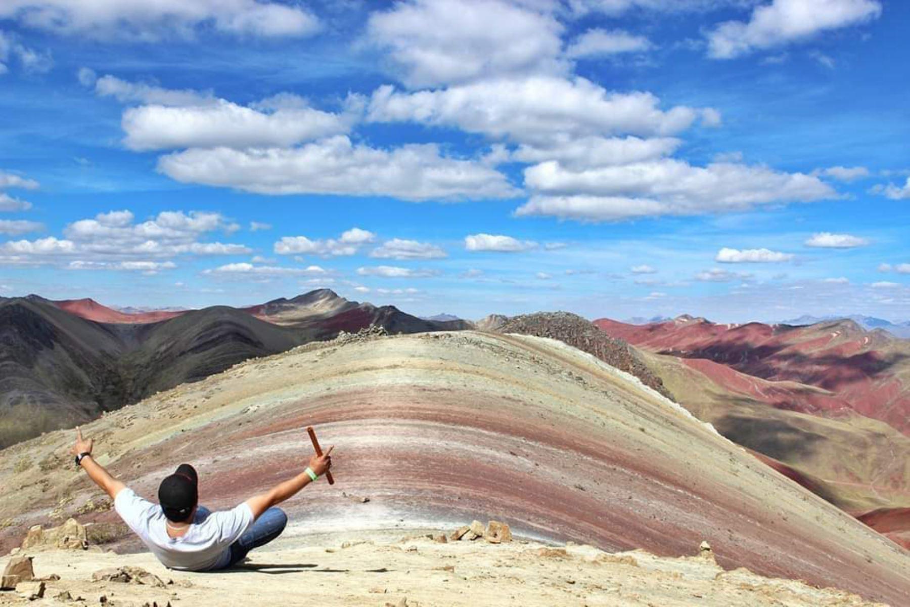 La montaña Palccoyo, también conocida como montaña Arcoíris, está ubicada en el distrito de Checacupe, en la provincia cusqueña de Canchis.