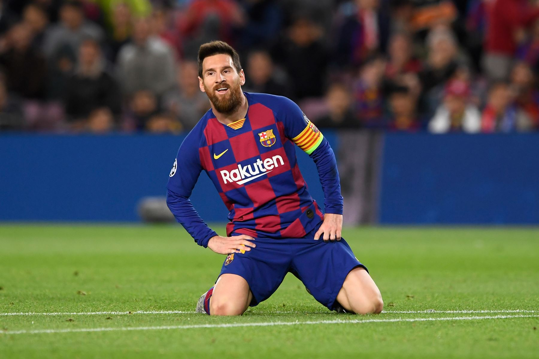 El delantero argentino de Barcelona, Lionel Messi, reacciona en el terreno durante el partido de fútbol del grupo F de la UEFA Champions League entre el FC Barcelona y el SK Slavia de Praga. Foto: AFP