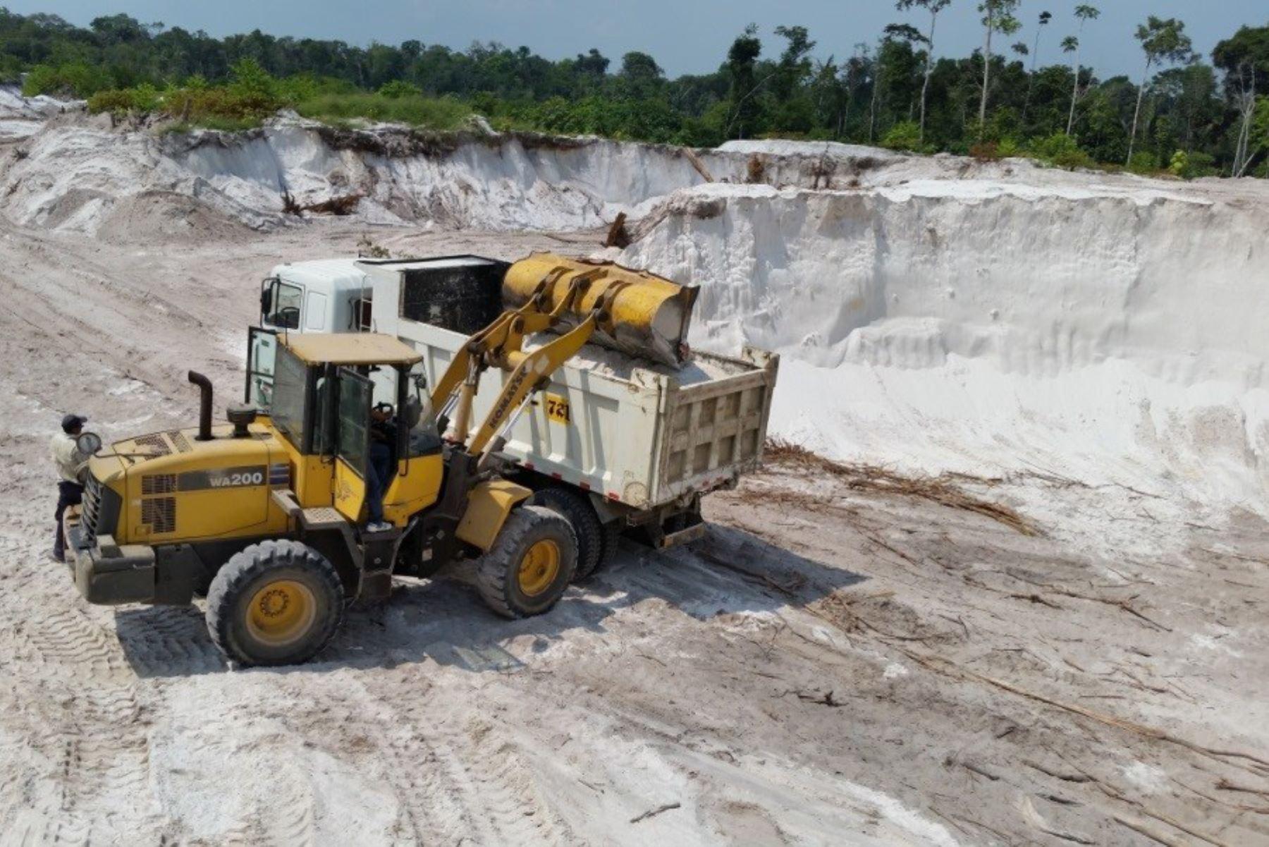 Loreto: dictan primera sentencia contra la minería ilegal en Iquitos - Agencia Andina