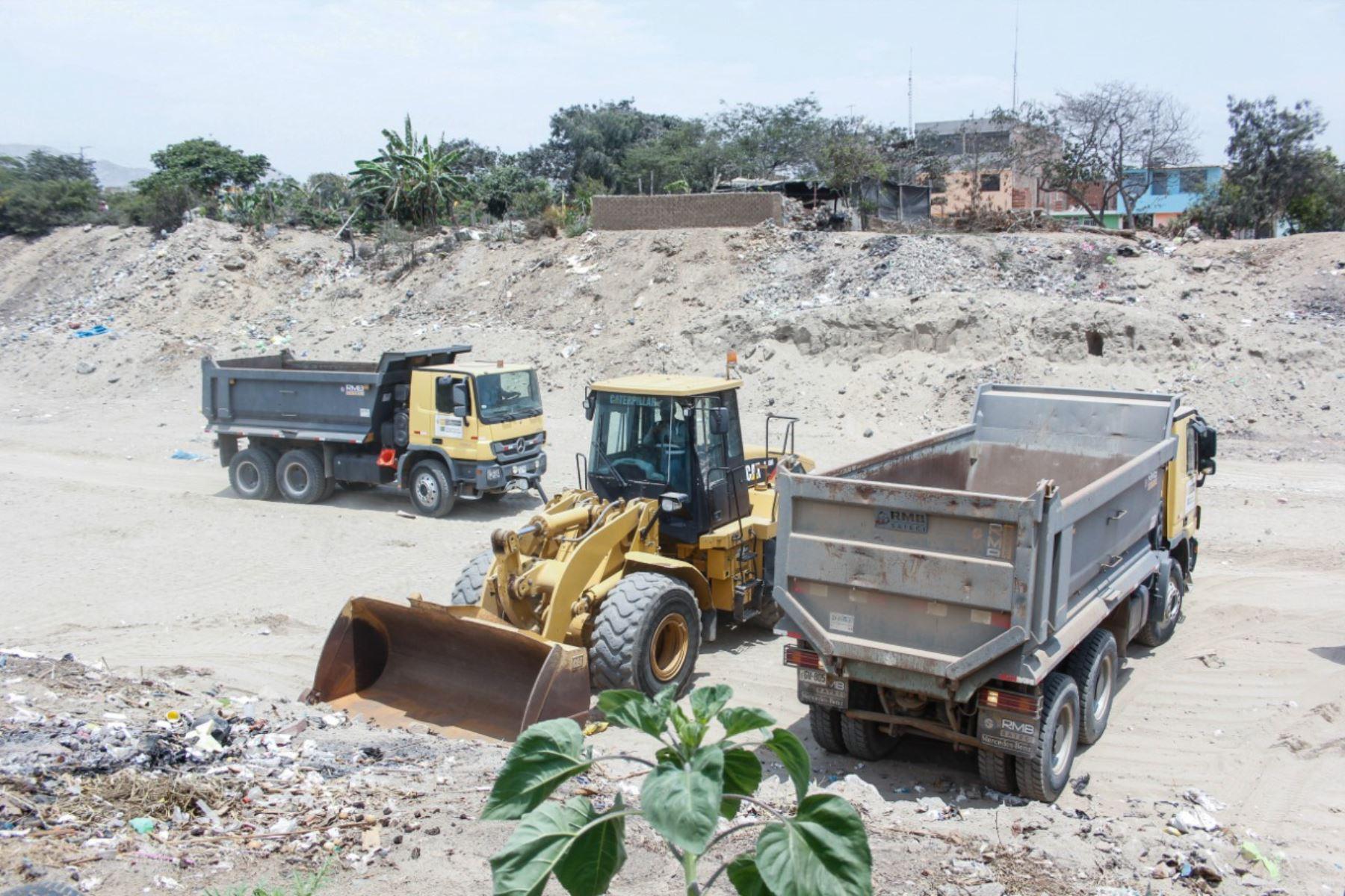 Trujillo: inician trabajos de descolmatación en la quebrada San Ildefonso - Agencia Andina