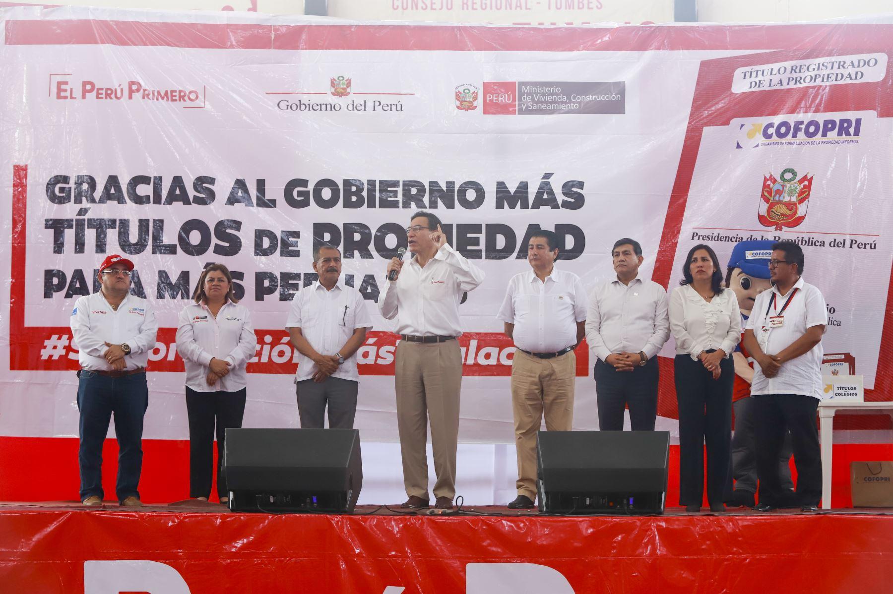 Jefe del Estado, Martín Vizcarra, lidera ceremonia de entrega de títulos de propiedad en la región Tumbes. Foto: ANDINA/Prensa Presidencia