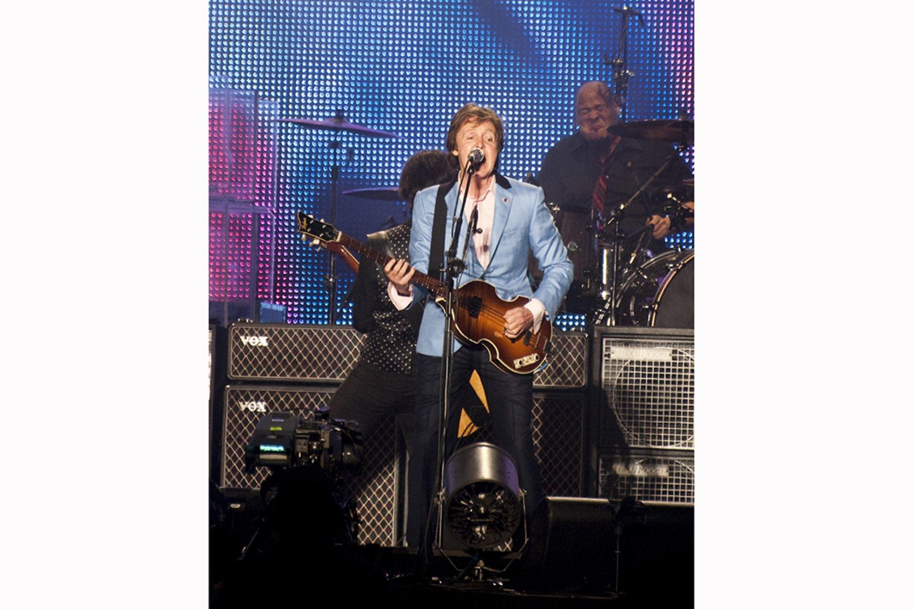 Lima - 9 mayo 2011 / Paul McCartney en un histórico concierto en el Estadio Monumental  completamente abarrotado por sus fanáticos. Foto: Andina / Difusión