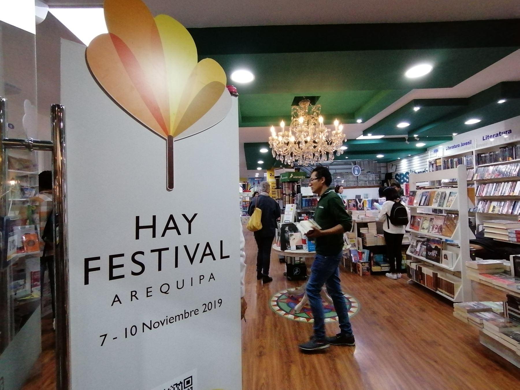 Hay Festival Arequipa. Librería del centro de Arequipa muestra logo del festival en su entrada. Foto: ANDINA/José Vadillo Vila