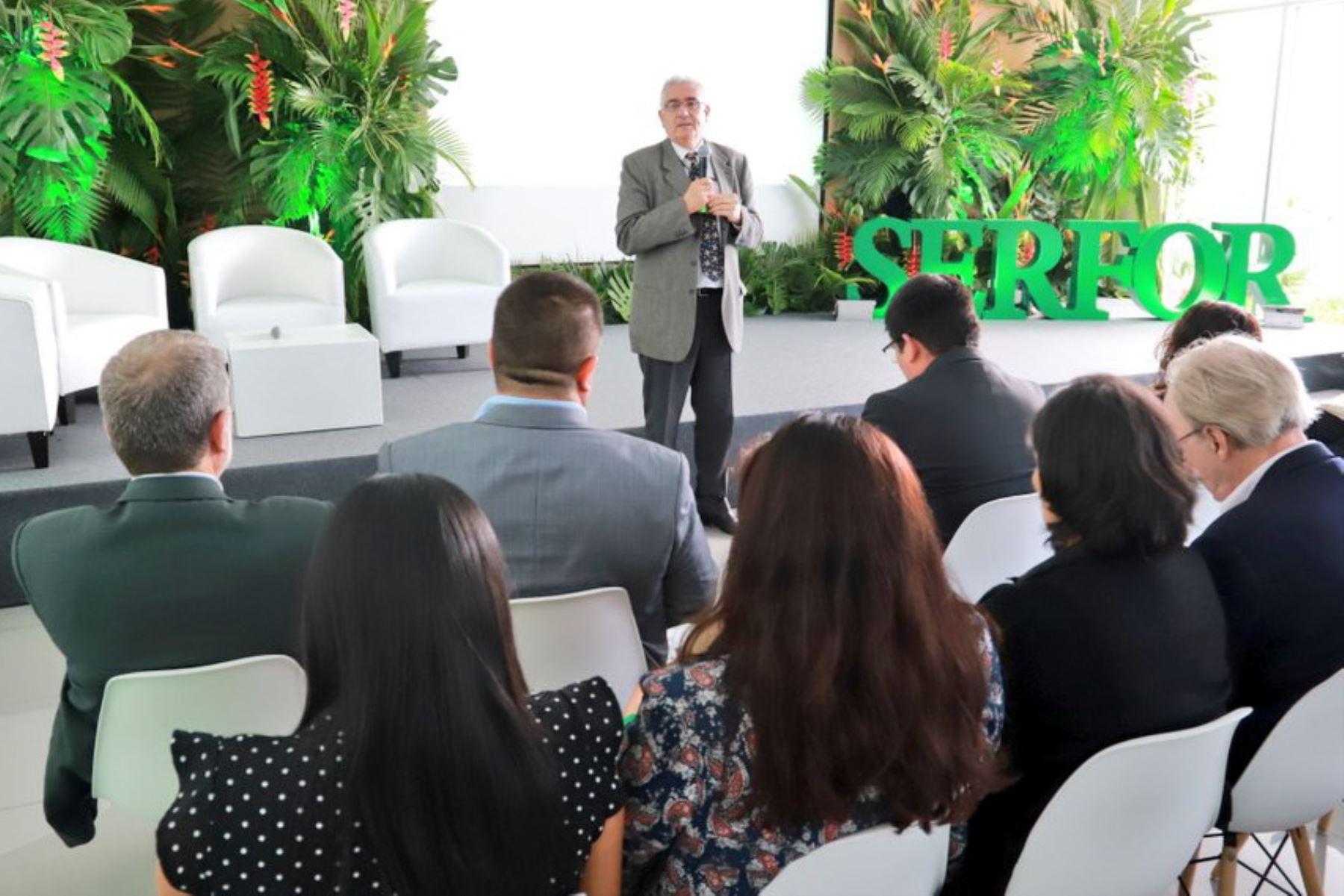 """Director ejecutivo del Serfor, Luis Alberto Gonzales- Zúñiga inaugura el seminario """"Conocimiento para una Amazonía Productiva""""."""