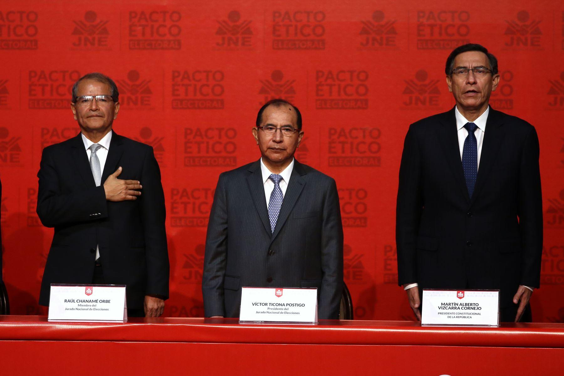 Presidente de la República Martín Vizcarra participa en firma del Pacto Ético Electoral. Foto: ANDINA/Vidal Tarqui