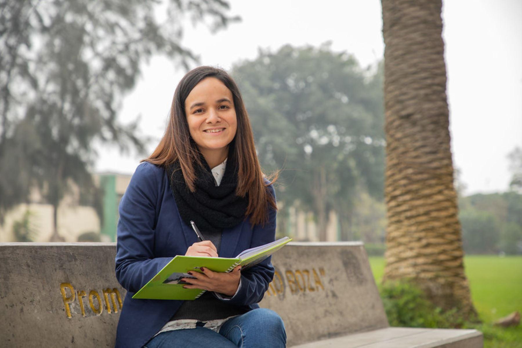 Adriana Brenis, la economista becada por el Estado que se prepara para renovar nuestras exportaciones. Foto: Pronabec