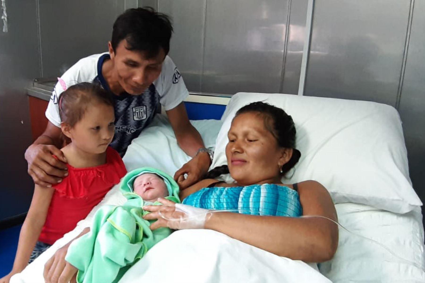 Nacimiento de Gabriela Pacaya Icuña a bordo de la PIAS Putumayo II
