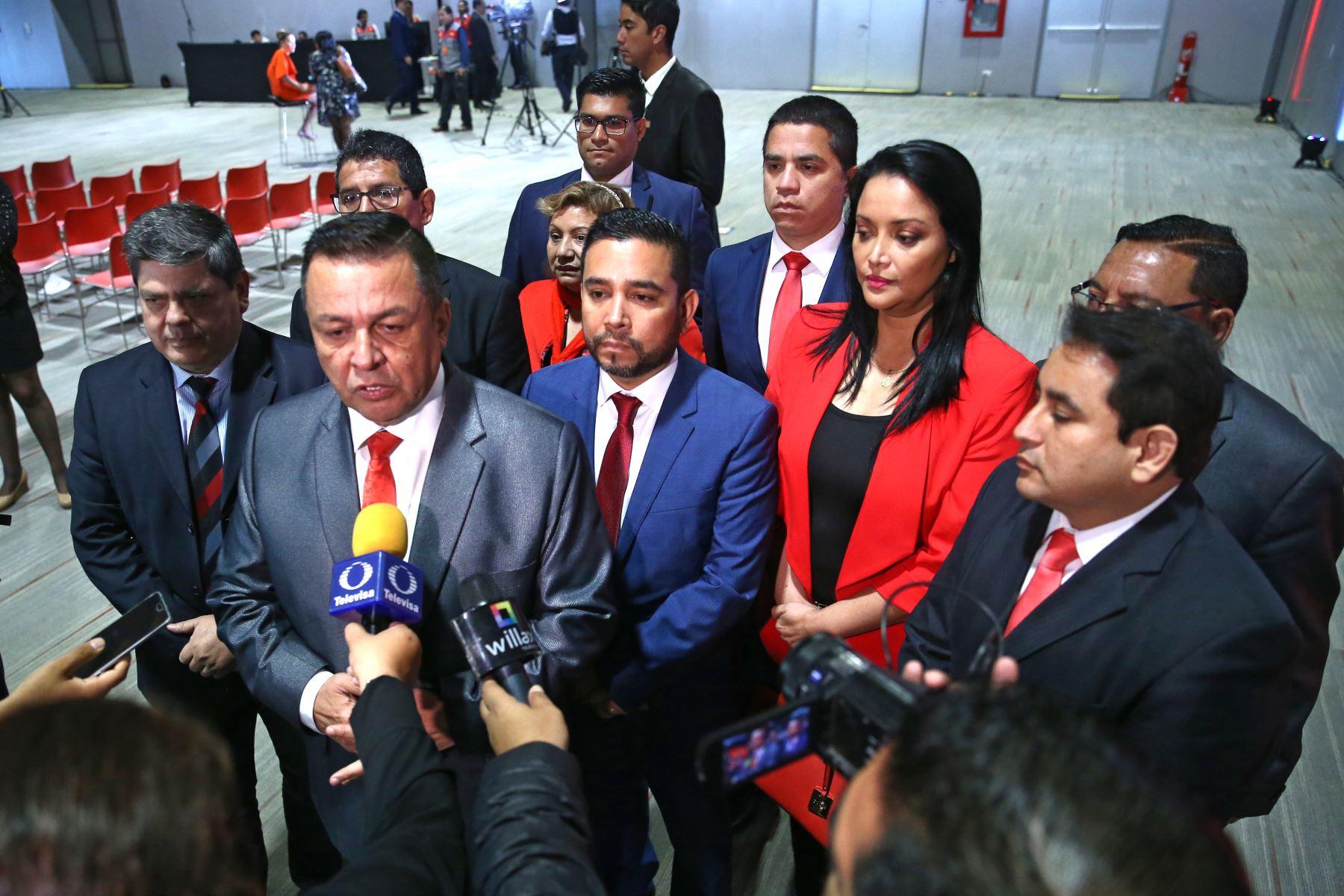 Juan Ricardo Víctor Sotomayor, presidente del partido Vamos Perú participa en firma del Pacto Ético Electoral. Foto: ANDINA/Vidal Tarqui