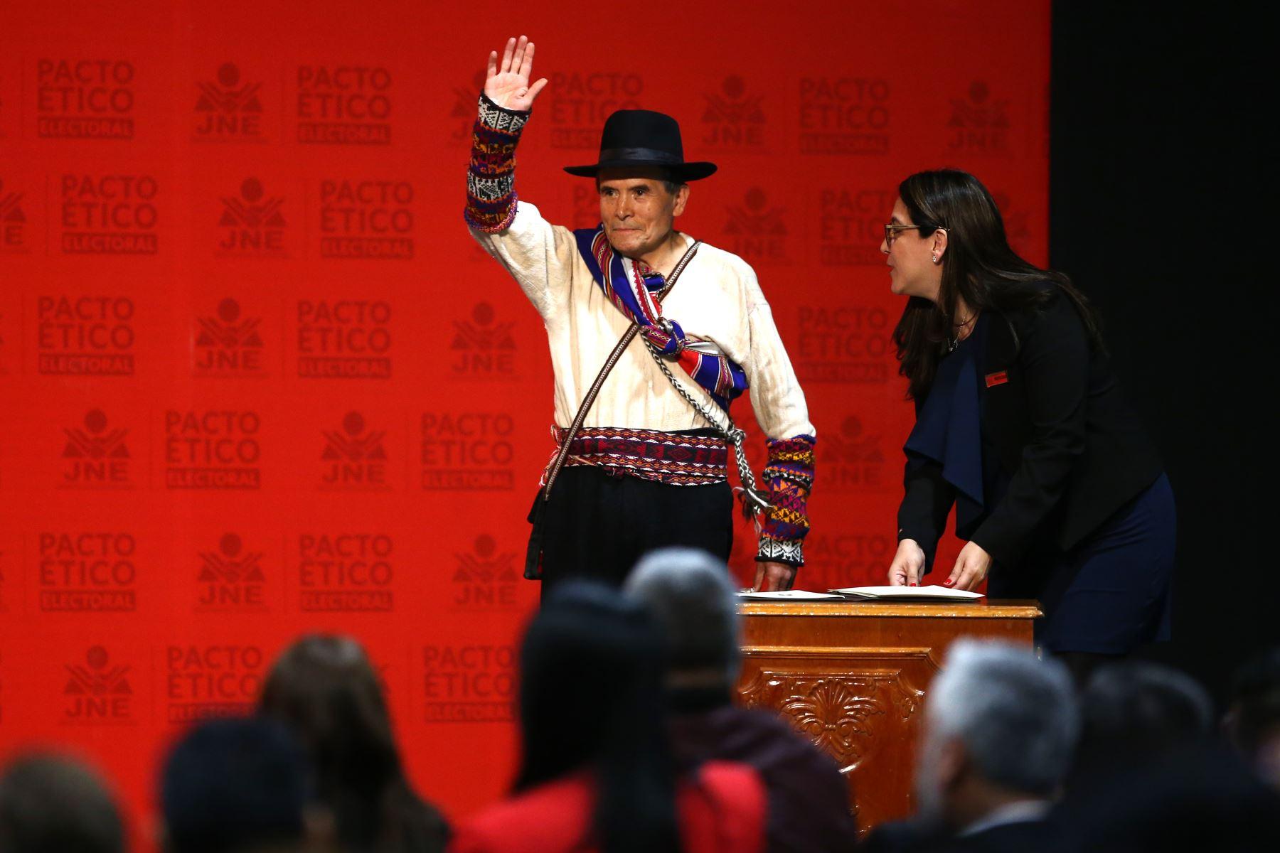 Presidente del Partido Renacimiento Ciro Gálvez participa en firma del Pacto Ético Electoral. Foto: ANDINA/Vidal Tarqui