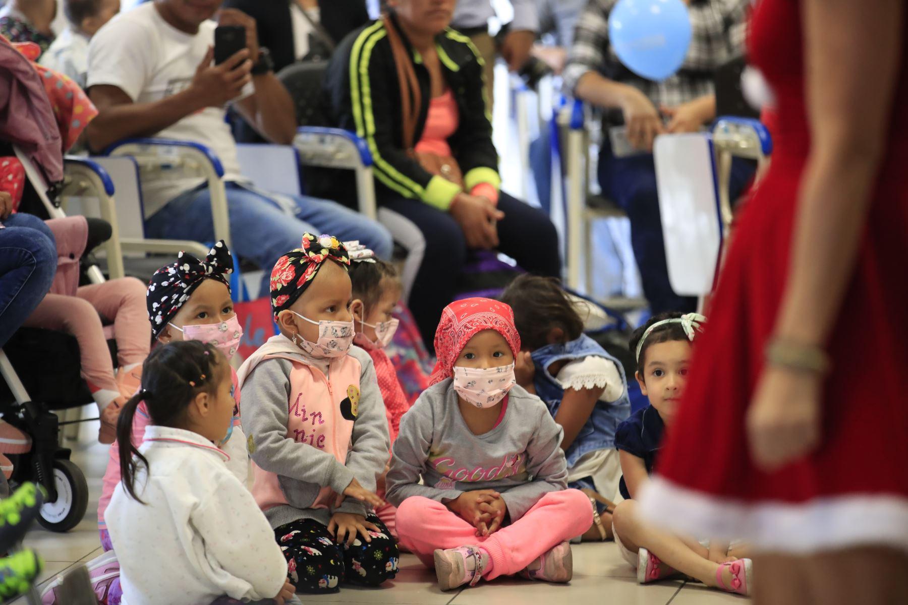 Heart Cares International agasajó a los niños y adolescentes con cardiopatías  congénitas que serán sometidos a cirugías al corazón en el Hospital del Niño.  Foto: ANDINA/Juan Carlos Guzmán Negrini.