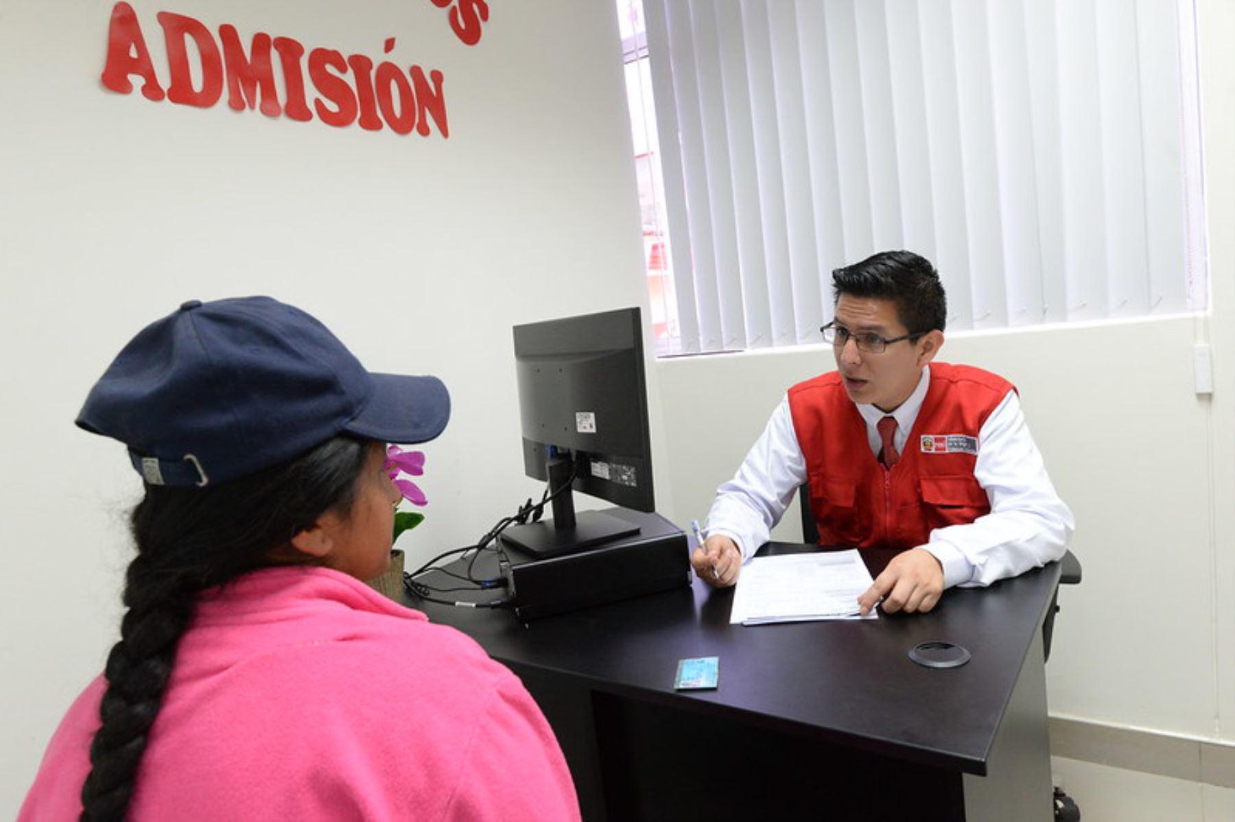 Atención en la Línea 100, Chat 100 y CEM en comisaría, atienden las 24 horas del día. Foto. MIMP
