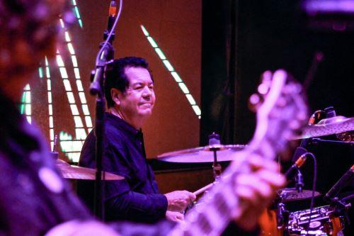 Músico Lol Tolhurst anoche en el teatro municipal de Arequipa. ANDINA/ Braian Reyna