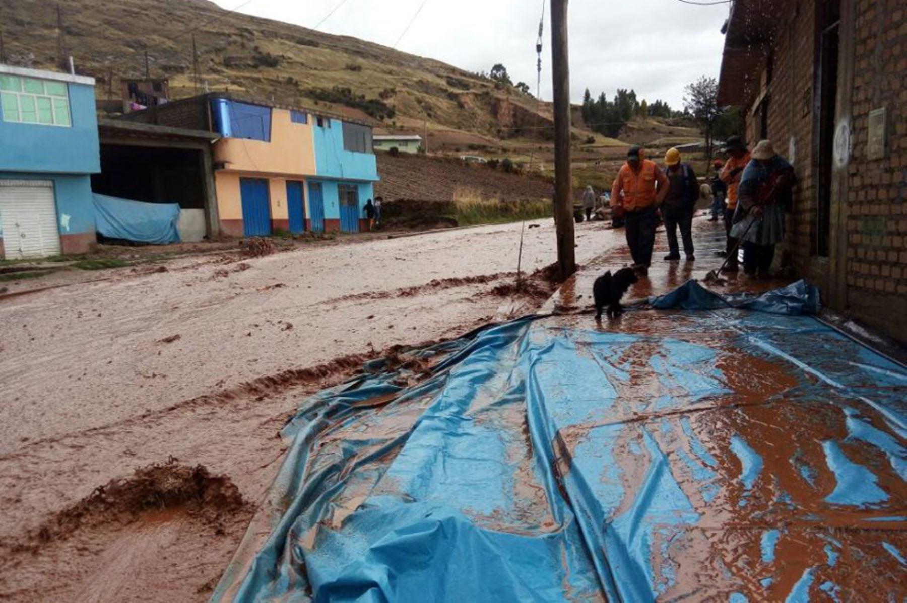 Jauja: lluvia y granizo provocan inundación de viviendas en distritos de Yauyos y Acolla