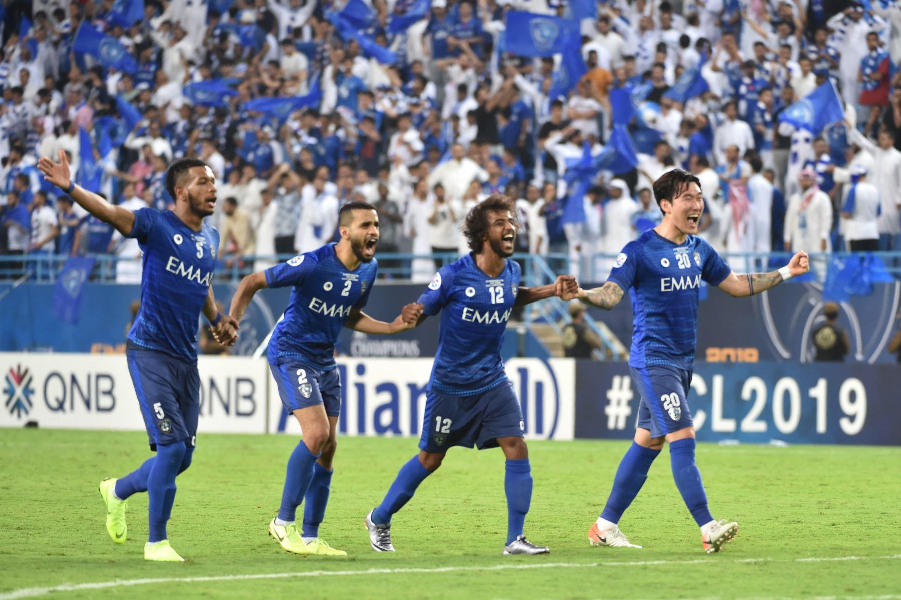 Los jugadores de Hilal celebran su victoria durante el partido de ida de la final de la Liga de Campeones de la AFC entre Al-Hilal de Arabia Saudita y los Diamantes Rojos de Urawa de Japón. Foto: AFP
