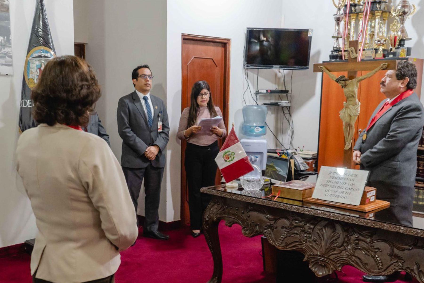 Los Jurados Electorales Especiales (JEE) de Áncash, Cusco y Pasco ya cuentan con sus respectivos presidentes que prestaron el juramento respectivo para conducir estas instancias en los comicios congresales extraordinarios que se realizarán el próximo 26 de enero de 2020.